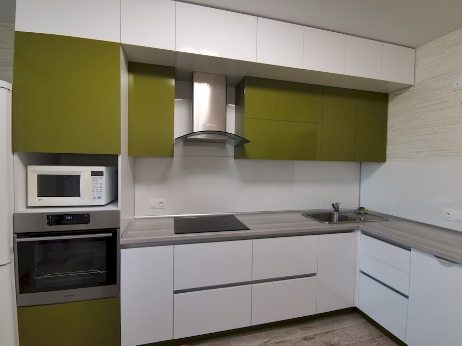 Белый кухонный гарнитур-Кухня из пластика «Модель 572»-фото8