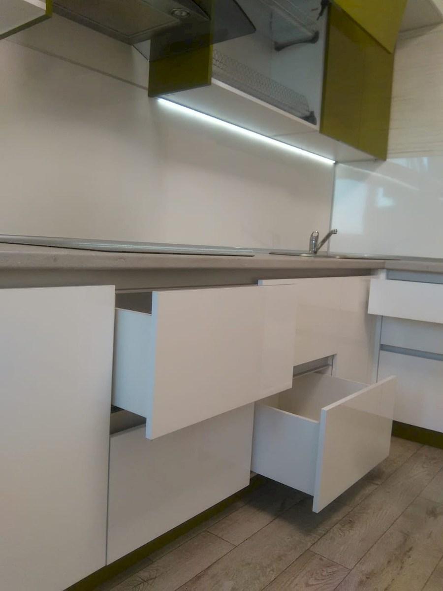 Белый кухонный гарнитур-Кухня из пластика «Модель 572»-фото16