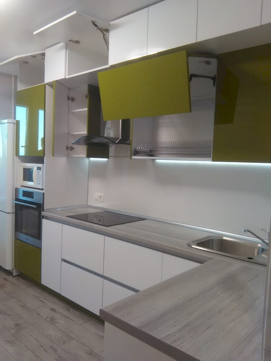 Белый кухонный гарнитур-Кухня из пластика «Модель 572»-фото13