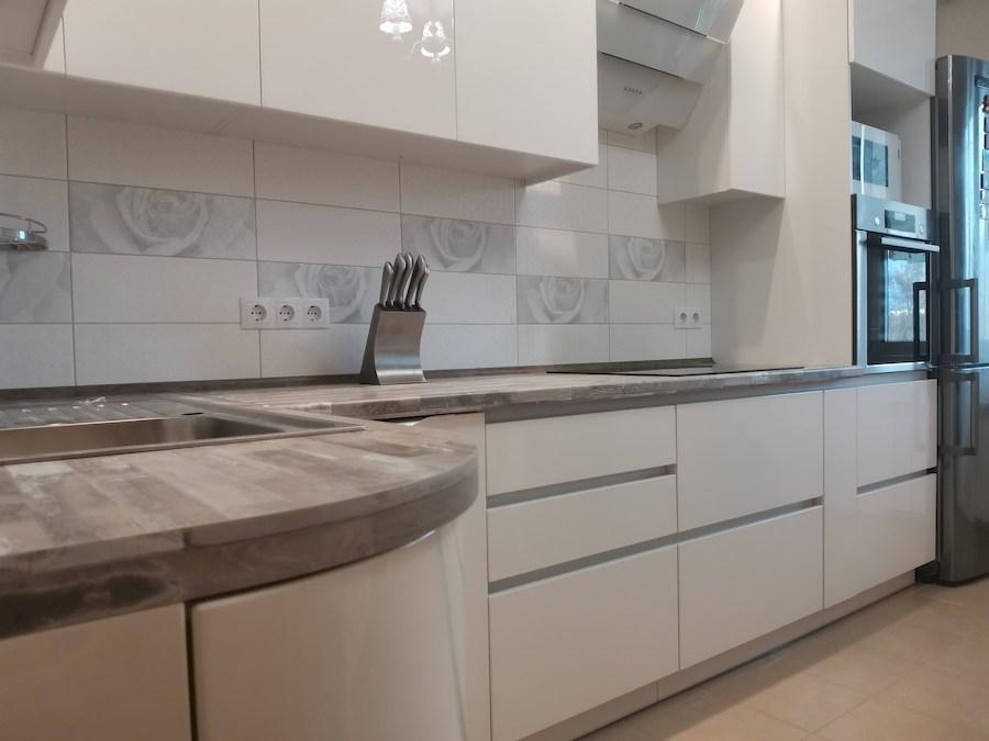 Белый кухонный гарнитур-Кухня МДФ в ПВХ «Модель 574»-фото6